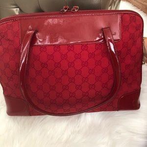 Red patent leather Gucci shoulder handbag ♥️